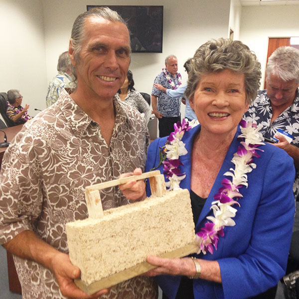 Cab Baber with Senator Laura H. Thielen - hempcrete building block - Kohala Chapter of Hawaii Farmers Union United